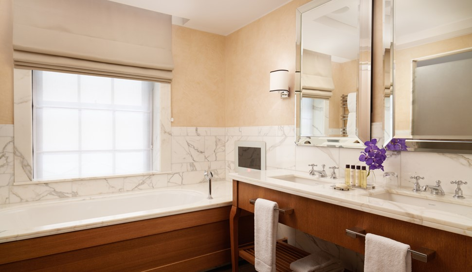 Corinthia London Suite bathroom