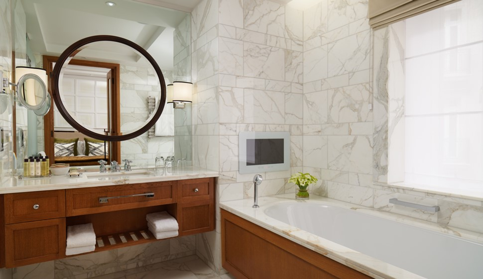 corinthia garden suite bathroom