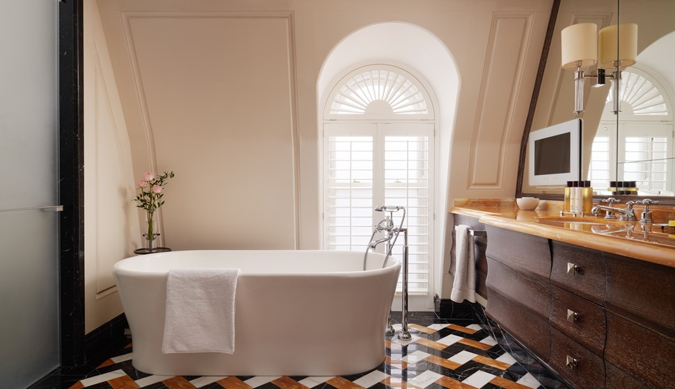 Corinthia London Whitehall penthouse bathroom
