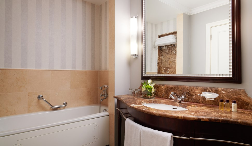 corinthia budapest junior suite bathroom