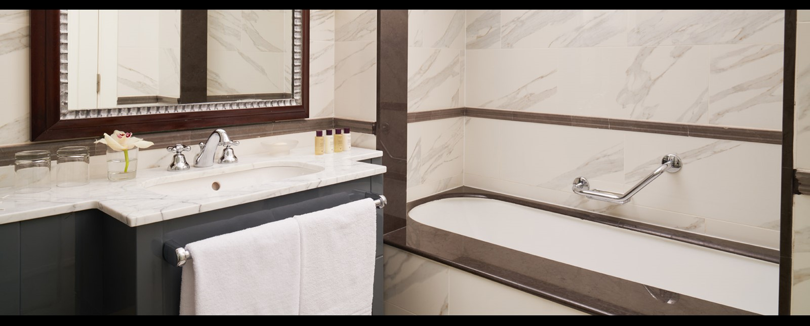 corinthia budapest executive suite bathroom