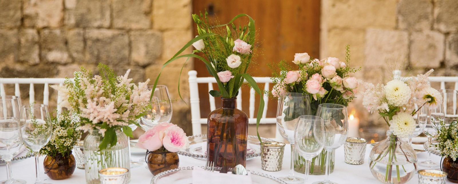 Corinthia St George's wedding table flowers